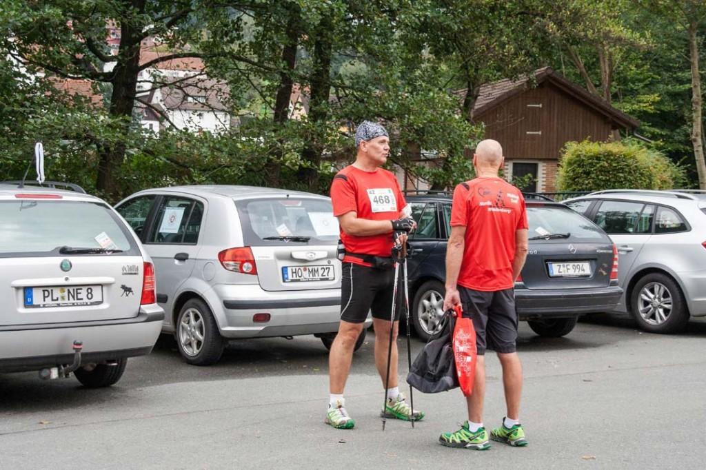 Nach dem Nordic-Walking-Marathon: Matthias M. Meringer im Gespräch mit Herbert Günsche (Weltmeister M65)