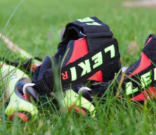 Nordic-Walking-Stöcke Leki Walker Platinum: Im Gras liegend