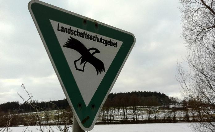 """Schild """"Landschaftsschutzgebiet"""" am Pfaffenteich in Hof"""