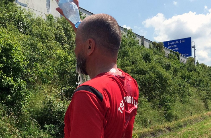 Matthias M. Meringer am Ziel des Nordic-Walking-Ultramarathons Hof-Bayreuth