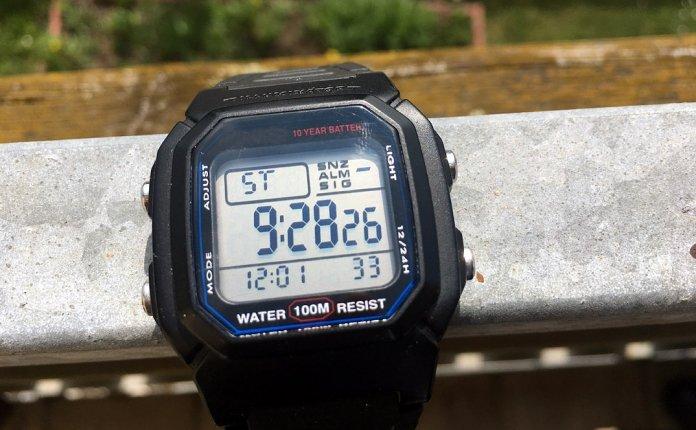 Uhr mit Nordic-Walking-Ultramarathon-Zeit